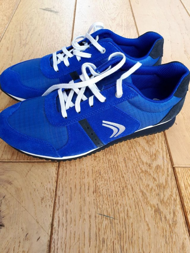 Preview of the first image of Clarks Size 4 G 37 Super Run Jnr Blue trainers brand new.