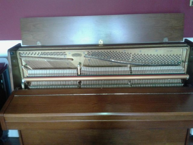 Preview of the first image of Superb English upright piano ..