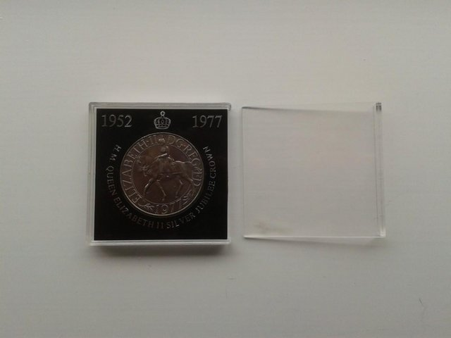 Preview of the first image of 1977 Great Britain 25 New Pence Coin KM# 920 (aFDC).