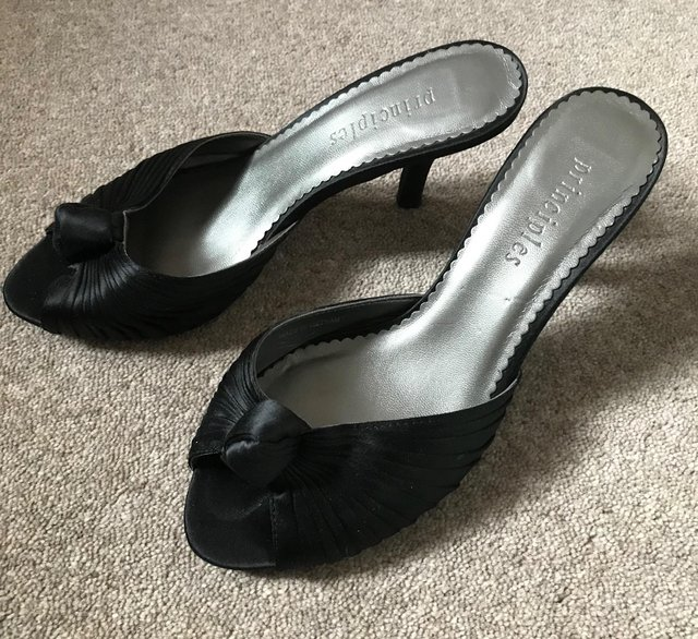 Preview of the first image of Principles mules size 4.