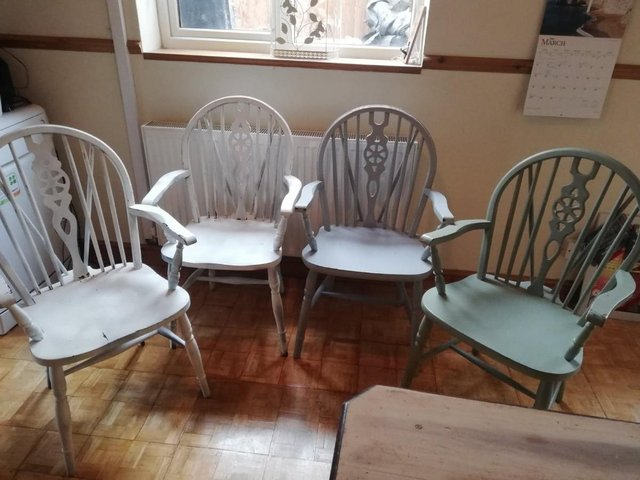 Preview of the first image of Vintage dining room table 4 Pine Carver Chairs.