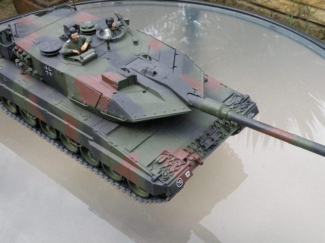 Image 3 of tamiya leopard 2A6 1/16 scale rc tank
