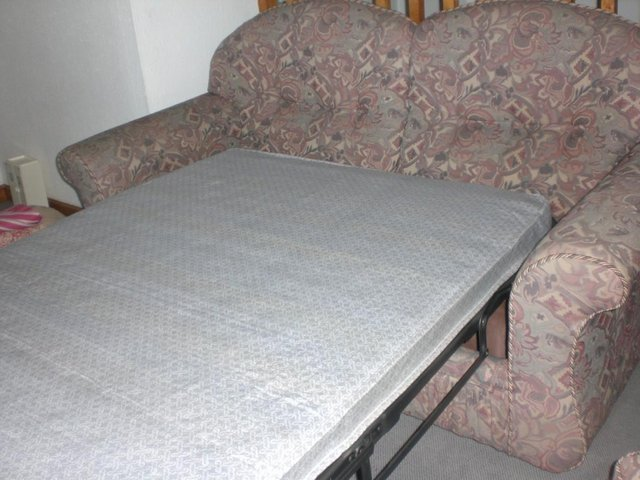 Preview of the first image of bed settee.