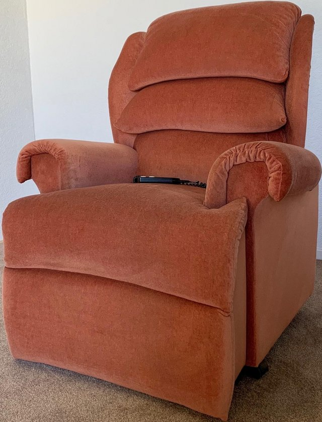 Preview of the first image of LUXURY ELECTRIC RISER RECLINER CHAIR PINK ~ CAN DELIVER.