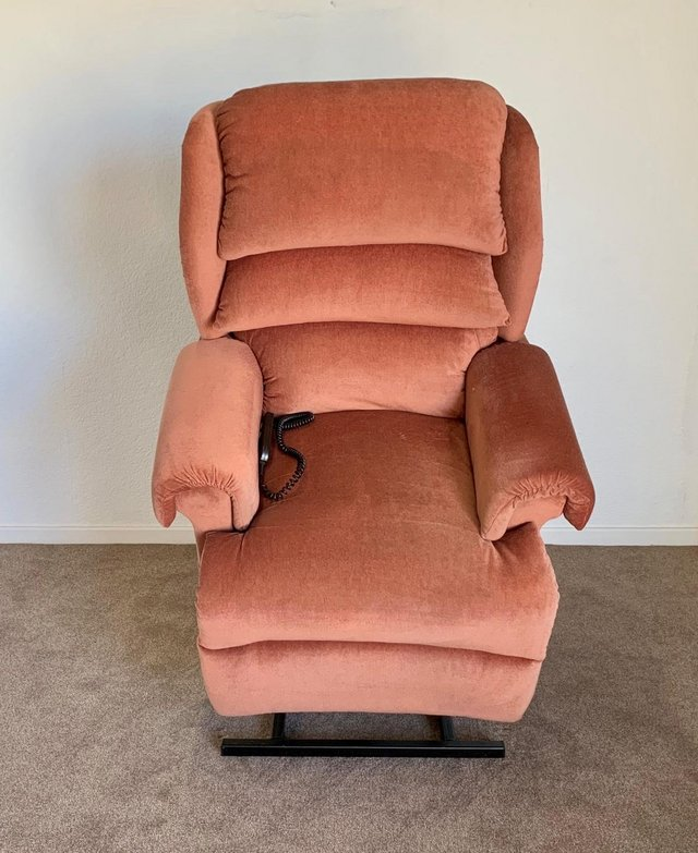 Image 6 of LUXURY ELECTRIC RISER RECLINER CHAIR PINK ~ CAN DELIVER
