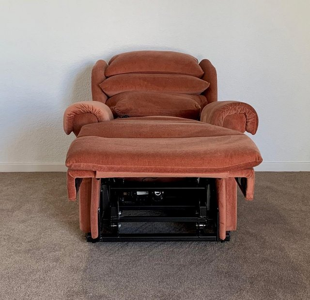 Image 8 of LUXURY ELECTRIC RISER RECLINER CHAIR PINK ~ CAN DELIVER
