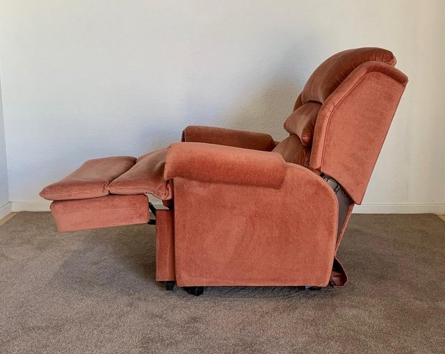 Image 9 of LUXURY ELECTRIC RISER RECLINER CHAIR PINK ~ CAN DELIVER
