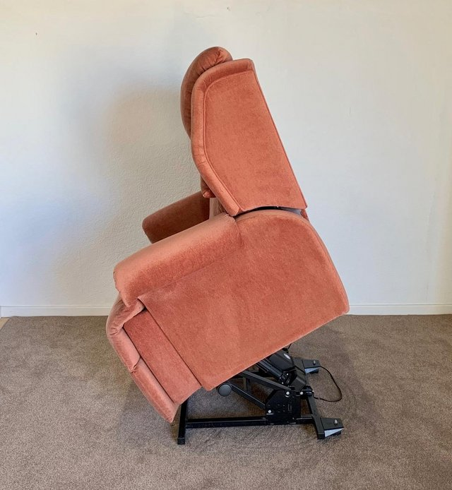 Image 10 of LUXURY ELECTRIC RISER RECLINER CHAIR PINK ~ CAN DELIVER