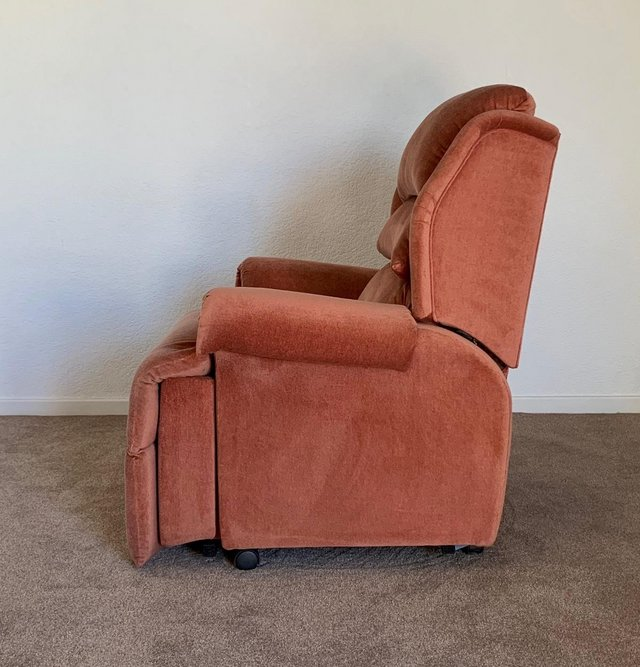 Image 11 of LUXURY ELECTRIC RISER RECLINER CHAIR PINK ~ CAN DELIVER