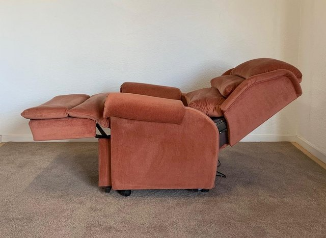 Image 12 of LUXURY ELECTRIC RISER RECLINER CHAIR PINK ~ CAN DELIVER