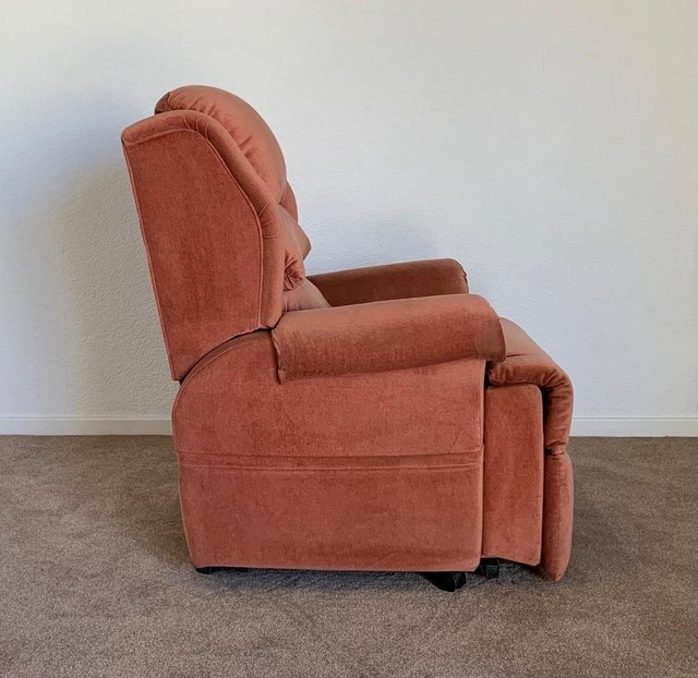 Image 13 of LUXURY ELECTRIC RISER RECLINER CHAIR PINK ~ CAN DELIVER