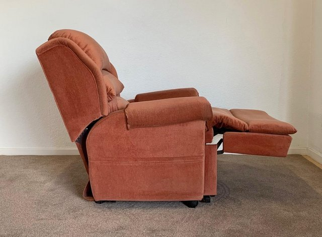 Image 14 of LUXURY ELECTRIC RISER RECLINER CHAIR PINK ~ CAN DELIVER