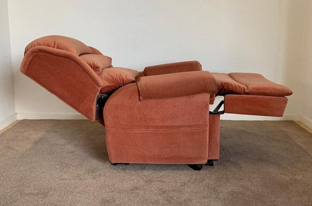 Image 15 of LUXURY ELECTRIC RISER RECLINER CHAIR PINK ~ CAN DELIVER