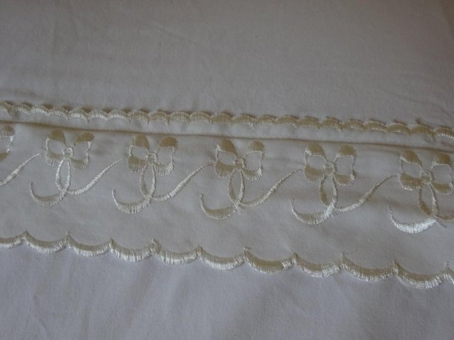 Preview of the first image of Kingsize Cream Quilt Cover Set.