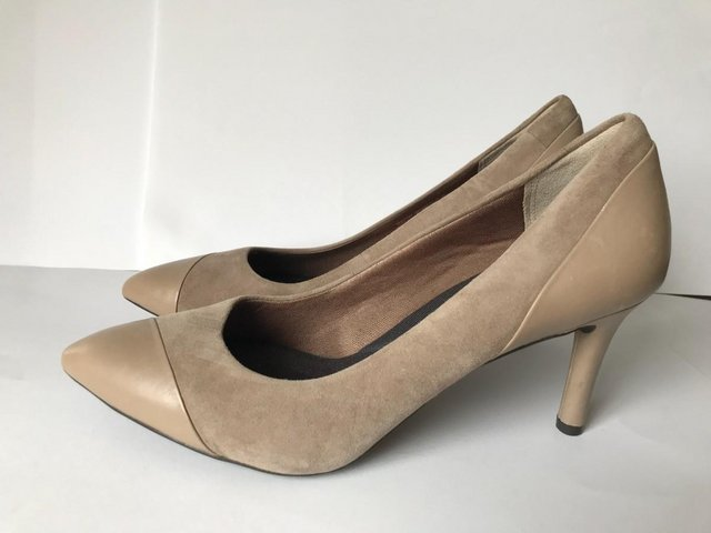 Preview of the first image of Womens Rockport Taupe Suede & Leather Heel Shoes size 4.5.