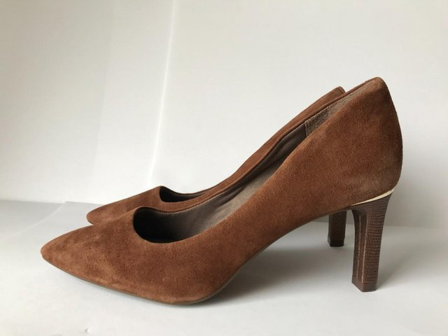 Preview of the first image of Womens Rockport Brown Suede Pointy Toe Heels size 4.5.