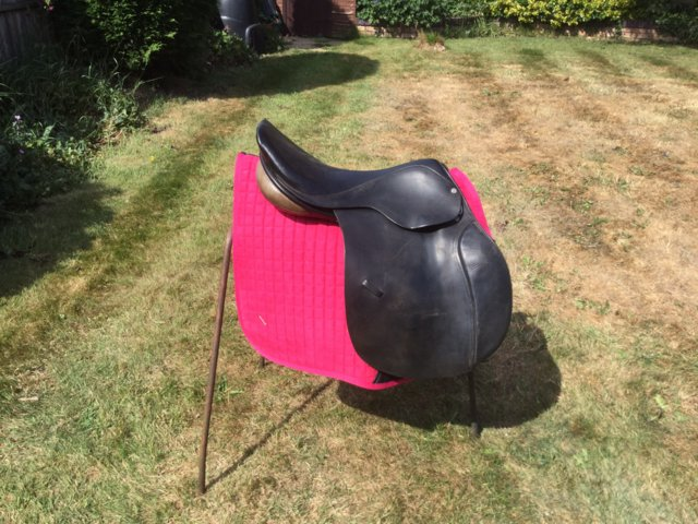 Image 2 of 18 inch English leather jump event horse saddle med fit