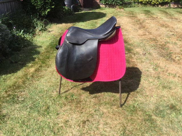 Image 3 of 18 inch English leather jump event horse saddle med fit