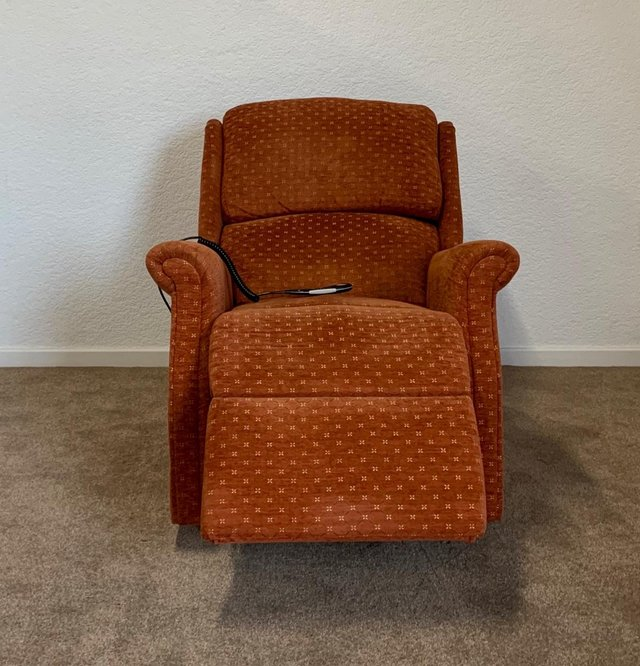 Image 9 of CELEBRITY ELECTRIC RISER RECLINER DUAL MOTOR CHAIR DELIVERY