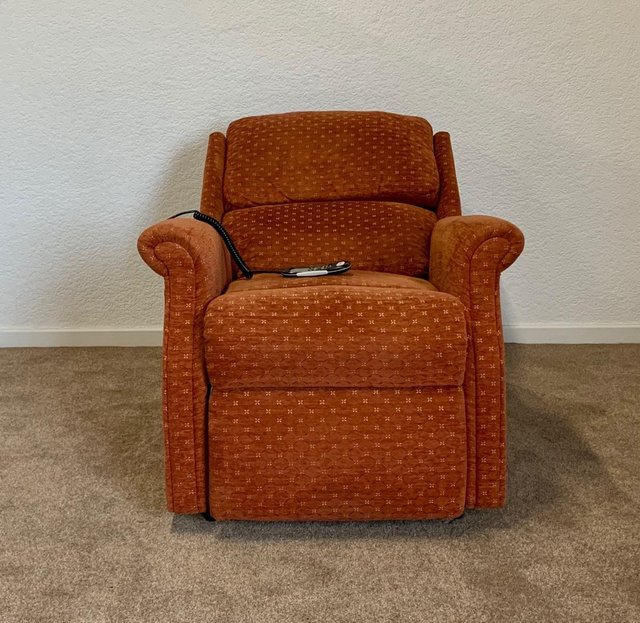Image 10 of CELEBRITY ELECTRIC RISER RECLINER DUAL MOTOR CHAIR DELIVERY