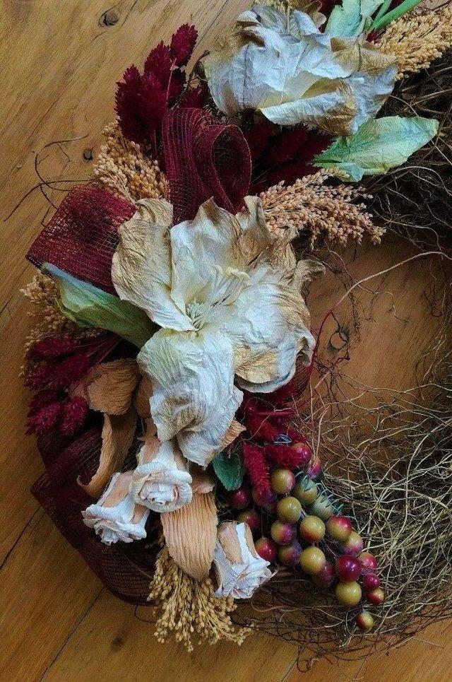 Image 3 of CHRISTMAS Contemporary Wreath Red Berries Twig Gold Natural