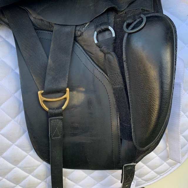 Image 9 of Kent and Masters 17 inch high wither dressage saddle