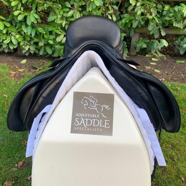 Image 10 of Kent and Masters 17 inch high wither dressage saddle