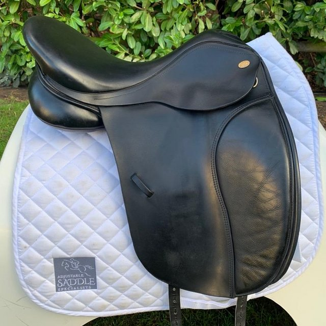 Image 12 of Kent and Masters 17 inch high wither dressage saddle