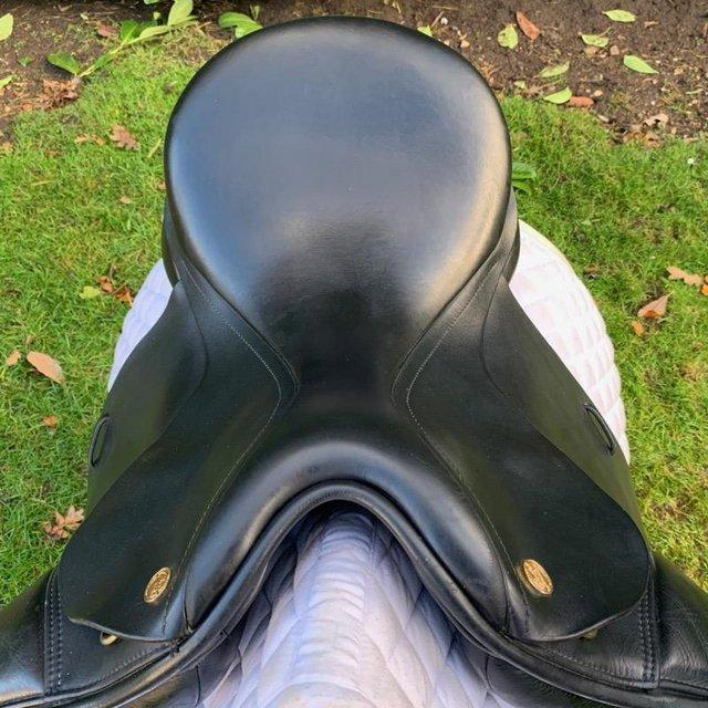 Image 13 of Kent and Masters 17 inch high wither dressage saddle