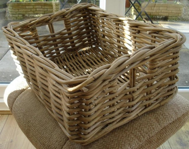 Preview of the first image of NEW WICKER/CANE BASKET CHRISTMAS HAMPER/PICNIC BASKET.