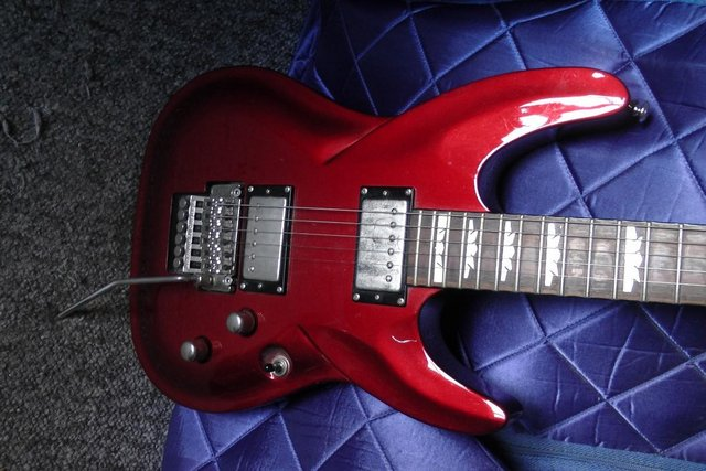 Preview of the first image of Dean Dimeback DB with Floyd Rose and Hard Case.