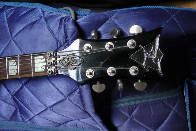 Image 3 of Dean Dimeback DB with Floyd Rose and Hard Case