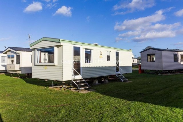 Image 12 of 6 berth caravan for fun family holidays 35150BR