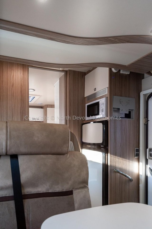 Image 12 of SOLD: Benimar Tessoro T494 Automatic, Island Bed