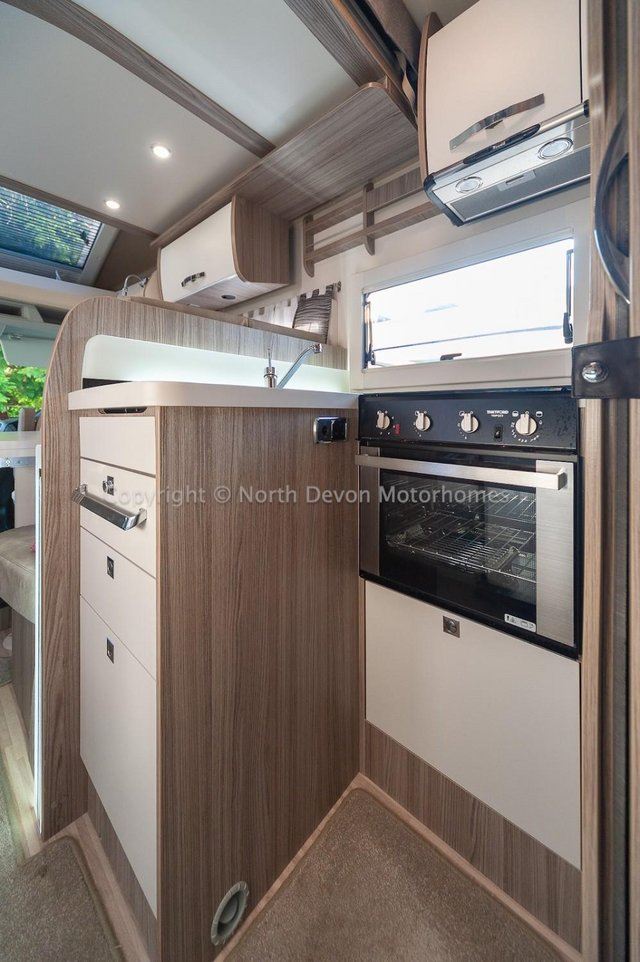 Image 14 of SOLD: Benimar Tessoro T494 Automatic, Island Bed