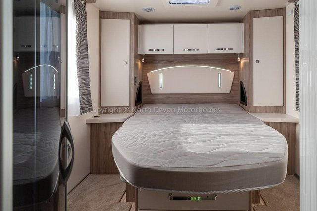 Image 22 of SOLD: Benimar Tessoro T494 Automatic, Island Bed