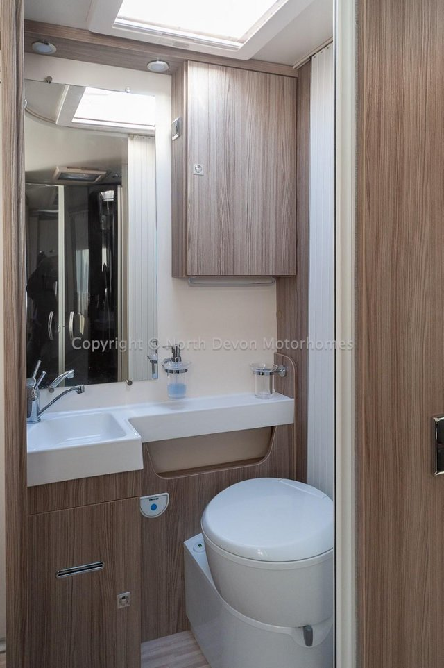 Image 23 of SOLD: Benimar Tessoro T494 Automatic, Island Bed