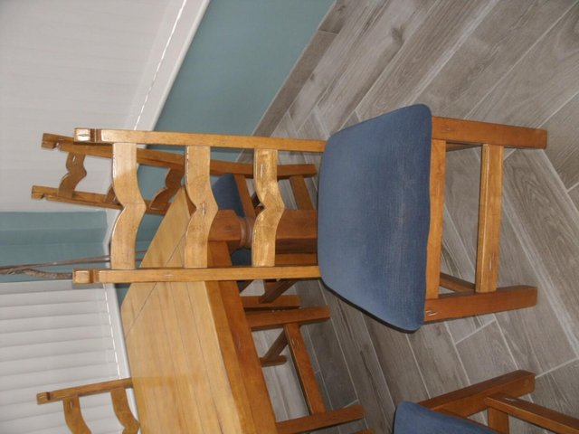 Preview of the first image of dining table with chairs.