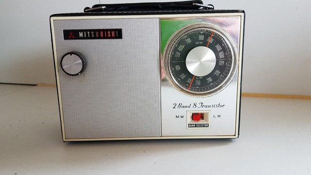 Preview of the first image of VINTAGE 60s MITSUBISHI 2 BAND 8 TRANSISTOR PORTABLE RADIO GC.