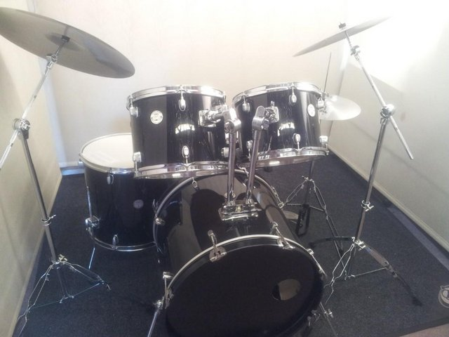 Preview of the first image of Retired drum teacher has a Mapex Horizon drum kit for sale..
