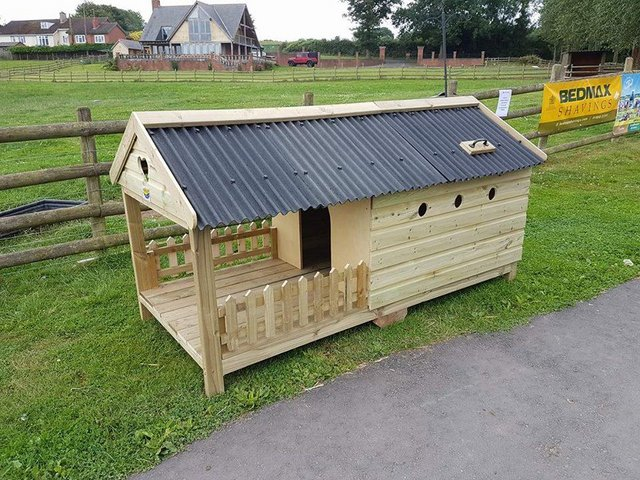 Preview of the first image of The Glamper - Kennel/ poultry house/micropig.