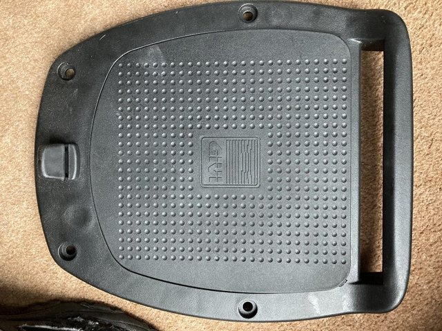 Image 4 of GIVI Monolock Motorcycle Top box Mount