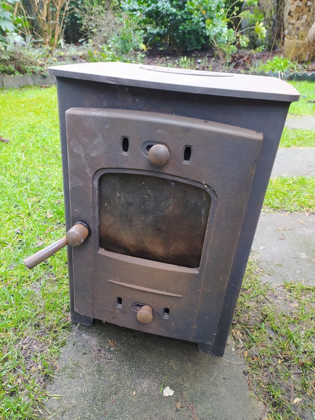 Preview of the first image of Arada solid fuel stove.