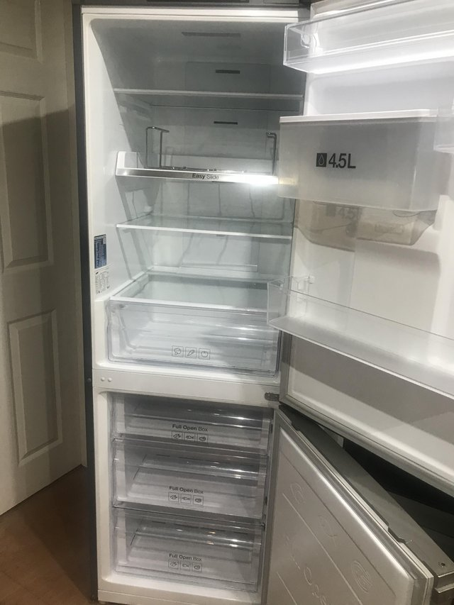 Image 2 of Fridge freezer