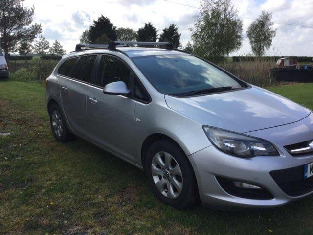 Preview of the first image of Vauxhall Astra Design Ecoflex CDTi estate car.