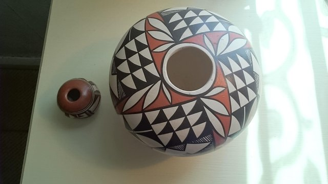 Image 2 of Original vintage signed first nation pottery