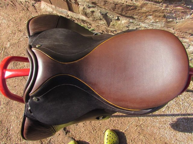 Image 2 of Stunning Barnsby 16 W Pony Club approved GP Saddle exc cond