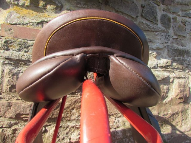 Image 3 of Stunning Barnsby 16 W Pony Club approved GP Saddle exc cond