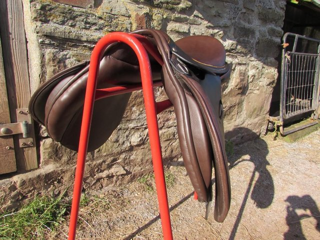 Image 7 of Stunning Barnsby 16 W Pony Club approved GP Saddle exc cond