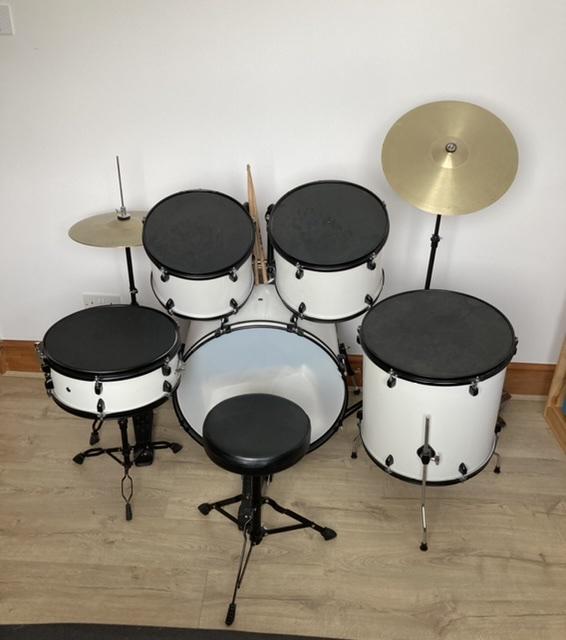 Image 3 of Junior Drum Kit